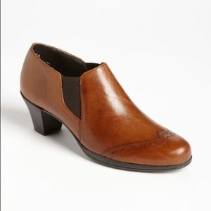 Munro   'Betsy' Wing Tip Leather Bootie